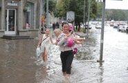 ФОТО и ВИДЕО: Ну и лето! Из-за сильнейшего ливня столичные улицы превратились в реки