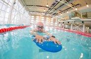 Margus teeb Õismäe ujulas trenni – eesmärgiga ujuda 50 meetrit alla 40 sekundi.