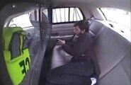 VIDEO: Nõrganärvilistele ei soovita! Põgenemisaldis kriminaal saab oma ihaldatud vabaduse