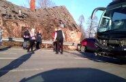 FOTOD ja VIDEO: Tallinna-Tartu maanteel sattus liinibuss õnnetusse
