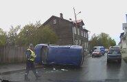 VIDEO: Kokkupõrge 30-alas keeras auto külili