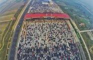 VIDEO: Kõigi maailma ummikute ema: 50-realine kiirtee Hiinas