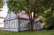 Sellesse armsasse majja tehakse president Ilvese esindusruumid. Majal on ühine õu president Rüütli bürooga.
