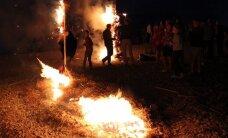 FOTOD: Muinastulede ööl süüdati Toilas tuleskulptuurid