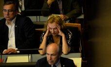 Hingati kuklasse? Maire Aunaste ei kannatanud EKRE liikmete seltskonda enam välja ja vahetas Riigikogus istekohta