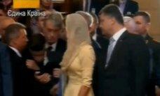 ВИДЕО: Cын Порошенко упал в обморок во время молебна за Украину