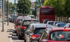 DELFI FOTOD: Juhkentali tänava remont tekitas keskturu juurde ja Tartu maanteele enneolematu ummiku
