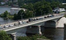 На границе в Нарве растет очередь автомобилей