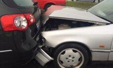 Päev liikluses: Saaremaal kaldus auto teelt välja ja rullus üle katuse, Pärnus sai kahe auto kokkupõrkes viga inimene