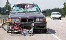 Päev liikluses: naisele otsa sõitnud autojuht põgenes sündmuskohalt, Tartus sai viga autoga kokku põrganud jalgrattur