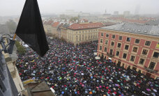 Miks Poolas täna musta kantakse?