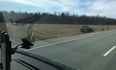 LUGEJA FOTO: Õppusele liikunud kaitseväe sõiduk sõitis kraavi, kaks ajateenijat sai kergelt viga