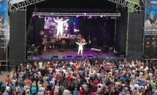 FOTOD: Elav legend! Tõnis Mägi sünnipäevakontsert tõi laulukaare alla paksu rahvamassi