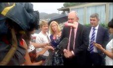 VIDEO: Uus-Meremaa ministrit rünnati kaubanduslepingu pärast dildoga