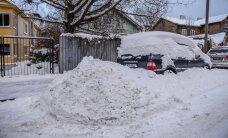 Lugeja: Mustamäel ei pääse paljude kortermajade elanikud linna tegemata töö tõttu autoga liikuma, teisi ähvardab tänaval lumme kinni jäämise oht