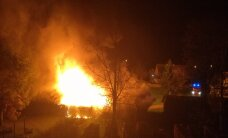 LUGEJA FOTOD: Kohtla-Nõmmel põleb lahtise leegiga puukuur