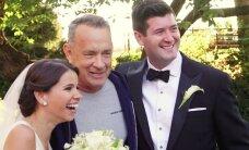 FOTOD: Pargis igavlenud Tom Hanks üllatas võõrast pruutpaari ja kargas nende pulmapiltidele kontvõõraks