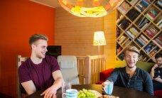 Daniel Levi ronib oma bändiga inimeste elutuppa kontserte andma: kui ära ei mahu, siis vahet pole!