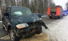 ФОТО и ВИДЕО DELFI: При столкновении двух машин в Вильяндимаа погиб водитель