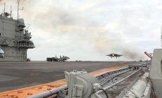 Süüriat pommitamast naasnud Vene lennuk sööstis lennukikandja tekile maandudes merre