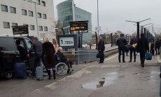 LUGEJA FOTO: Edgar Savisaar sõitis saladuskatte all Moskvasse