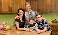 Perekond Hargisk: ema Alla, isa Antti, pesamuna Martti ja vanem poeg Janno.