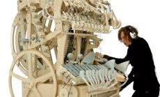 Шведский музыкант собрал удивительную музыкальную машину из трех тысяч деталей