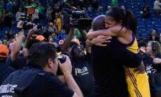 Los Angeles Sparksi omanik Magic Johnson kallistab Candace Parkerit