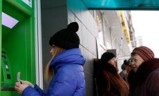 Eile PrivatBanki kontoreid jälginud piltnikud esialgu massilist pangajooksu ei märganud.