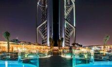 FOTO: keerulistes töötingimustes tegutsenud eestlased paigaldasid Dubai luksushotellile klaasfassaadi