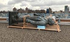 В Нью-Йорке с крыши дома сняли памятник Ленину