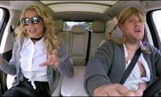 VIDEO: Kas tõesti <em>comeback</em>? Veidrad käerehmatused ja vaevukostuv lauluhääl — Britney Spears teeb autokaraoket