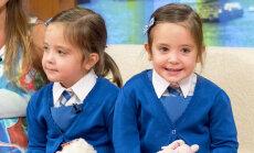 IMESID JUHTUB! Arstide poolt hukule määratud siiami kaksikud lähevad käsikäes esimesse klassi