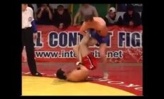VIDEO: Uskumatu valulävi: vabavõitleja murdis jala, kuid võitis matši!