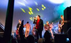 LUGEJA FOTO: Raske silmi uskuda! Ihualasti Kosmikud tantsisid Vennaskonna kontserdi ajal laval