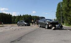 DELFI FOTOD: Tartu lähedal põrkasid kokku kaks sõiduautot, üks inimene viidi haiglasse