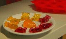 TEEME ISE: Suhkrus ja toiduvärvis ujunud poekummikomm jääb isetehtule alla