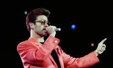 George Michael 1992. aastal esinemas AIDS-i ennetusele pühendatud kontserdil.