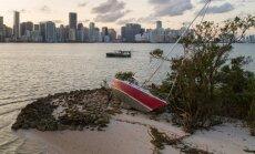 """Видео: Ураган """"Ирма"""" осушил пляжи Флориды"""