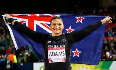 Uus-Meremaa kuulitõukaja Valerie Adams riigi praeguse lipuga.