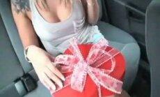 Sõbrapäeva eel meenuta julma kättemaksu: naine, kes oma noormeest pettis, saab jõhkra kingituse