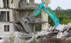 Lääne-Nigula vallas lammutati mullu sügisel kolmtühja kortermaja Taeblas, mis olid jäänud 1990. aastate algul lõpuni ehitamata. Lammutamiseks saadi 70% vajalikust rahast KredExist.