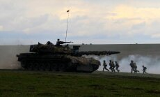 """Soldiers take part in the """"Wind Spring 15"""" military exercises at Smardan shooting range"""