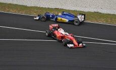 Hamilton võitis Malaisias kolmanda vabatreeningu Verstappeni ees