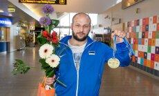 EM-il pronksi võitnud judomaadleja Grigori Minaskin saabus Tallinna lennujaama