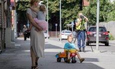 Ehkki Soo tänava kõnnitee on lai, ei tähenda see, et seal kõrval võiksid autojuhid spidomeetri vaatamise unustada. Vastupidi, kohtades, kus on palju jalakäijaid, tuleb olla eriti hoolikas.