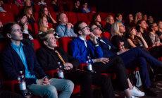 FOTOD: Noortele suunatud seksifilmi esilinastus täitis kinosaali naerupahvakutega