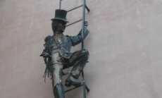 ФОТО читателя Delfi: В одном из питерских дворов всегда можно встретить трубочиста