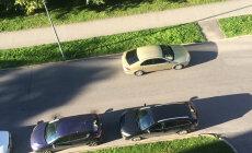 LUGEJA FOTO: Kuidas peaks niiviisi parkinud autost tuletõrje mööda saama?
