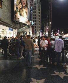 LUGEJA FOTO: Hollywoodi kuulsuste alleel asuv Donald Trumpi täht peksti kildudeks